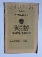 PASSEPORT     PASSPORT  REISEPASS  ÖSTERREICH  AUSTRIA  1957.     VISA TO:   CANADA ,  EGYPT ,  AUSTRALIA , - Historische Documenten