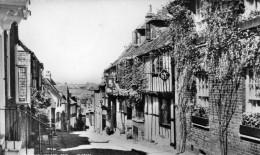 Cpsm 1967, RYE, Mermaid Street, Belle Rue , Au Loin D'autres Maisons (45.46) - Rye