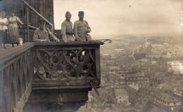 Cpa Photo D'un Groupe De Militaires En Visite Sur Le Balcon D'un édifice, Ville à Déterminer (45.51) - Personnages