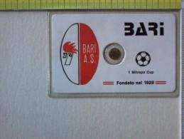 Medaglietta - In Blister -  Bari - I° Mitropa Cup. Bari A.S. Fondato Nel 1928. - Gettoni E Medaglie