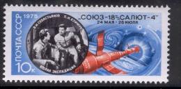 RUSSIA (USSR) 1975 MNH Docking Of Soyuz 18 And Salyut 4, Scott No. 4368 - Russia & USSR
