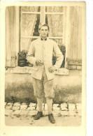 A Identifier. Cpa Photo D'un Jeune Soldat , Prise à Cour Cheverny Par J Mollinger. - A Identifier