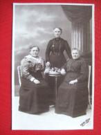 PHOTOGRAPHIE - CARTE PHOTO DE 1917 - 3 FEMMES -DE : Gilles Ledoux - Très Beau Document ... - Photographie