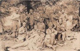 MILITARIA  -Carte Photo De Soldats Du 46 Régiment D´infanterie( Regiment Ayant Participé A La Bataille De Vauquois En 15 - Régiments