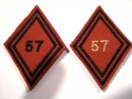 ANCIENS INSIGNES LOT DE 2 LOSANGES TISSUS 57° RA  MODELE 1945 DU 57° REGIMENT D´ARTILLERIE - Armée De Terre