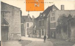 F L G  GANNAT - Place De La Mairie , Pli Au Centre ( Voir Scan ) - Francia