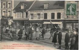 BRETEUIL - La St Eloi 1908 - Ouvriers Des Forges De La Madeleine Se Divertissant - Promenade En Ville - Breteuil