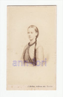 0576 / CDV-Photo +/- 1860 - Frühes Portrait Eines Jungen Mädchen - Fotograf: J. Keller, Zürich - Alte (vor 1900)