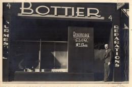 PHOTO  VERITABLE  -  J. ALBERT -  BOTTIER ,  Posant Devant Son Magasin  . (english Spoken ) - Métiers