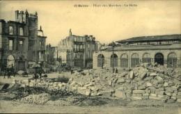 N°543  III 46 GUERRE  1914 REIMS PLACE DES MARCHES LA HALLE - Guerre 1914-18