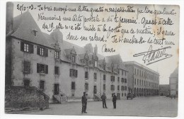 (RECTO/VERSO) BREST EN 1903 - CASERNE DU CHATEAU AVEC MILITAIRES - CACHET TRI FERROVIAIRE AMBULANT BREST A RENNES - Brest