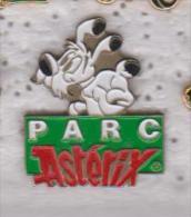 Pin's   IDEFIX   PARC  ASTERIX - Comics