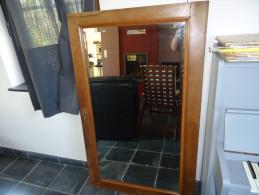 Miroir sur ancienne porte de garde robe en ch�ne