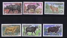 1972  Animaux: Rhinocéros, Serow, Buffle, Daim    Série Complète ** - Cambodia