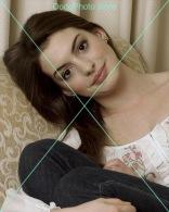 Anne Hathaway - 0585 - Glossy Photo 8 X 10 Inches - Personalità