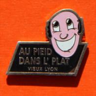 Pin´s - Restaurant Au Pied Dans L'Plat - Diner Spectacle - Cabaret - Vieux Lyon - Villes