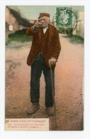 """NORMANDIE PITTORESQUE - CPA - Vieux Paysan :""""En Cachant Tout Drai, Vous Timbé Su L'églyse Et ..."""" - Postée En 1925 - Basse-Normandie"""