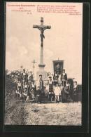 CPA Coutumes Normandes, La Charité Au Calvaire, Katholische Geistliche Vor Flurkreuz - Godsdiensten & Geloof