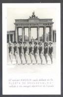*El Equipo Amseln Delante De La Puerta De Brandenburg...* Nueva. - Gimnasia