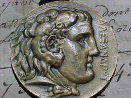 Rare Médaille De Bronze CHAMPIONNATS ATHLETIQUES 1924  UNION INTERNATIONALE DES SOCIETES SPORTIVES D'EGYPTE . SPORT - Professionnels / De Société