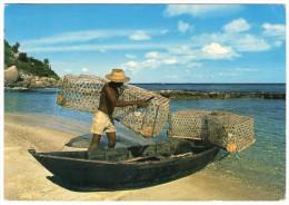 SEYCHELLES - FISHERMAN HIS PIROGUE AND CASIERS - Seychellen