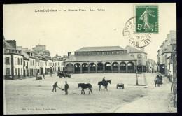 Cpa Du 29 Landivisiau La Grande Place , Les Halles    AG15 17 - Landivisiau