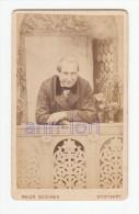 0594 / CDV-Photo +/- 1880 - älterer Herr In Schöner Studiokulisse - Maler Und Hof-Fotograf: Buchner, Stuttgart - Alte (vor 1900)
