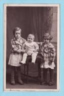Famille RUDEN - MOREAU - Les Enfants   Au 35 Rue De DENAIN à HELLESMES Par WALLERS Carte Photo - Autres Communes