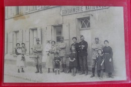 REPRODUCTION --  TRAPPES - Gendarmerie Avec Gendarmes Et Famille - Trappes