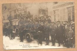 CARTE PHOTO - LA GUERRE -- Soldats Anglais à Amiens - MILITARIA - WW1 - SOLDATS - Amiens