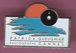 44357-Pin's.Patrick Gueugnier.Photographe.Cannes.. - Fotografia
