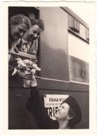 Zug PRAHA WILS. N. - Velesin Linz Graz TRIER - Reisezugwagen, Frauen, Blumen - Trains