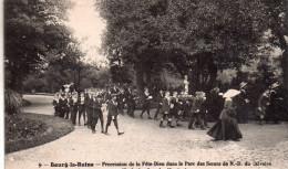 Cpa  92  Bourg-la-reine , , Procession De La Fete Dieu Dans Le Parc Des Soeurs De N.d Du Calvaire ( Ecole Des Sourdes ,m - Bourg La Reine