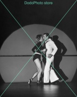 Gene Kelly - 0071 - Glossy Photo 8 X 10 Inches - Berühmtheiten