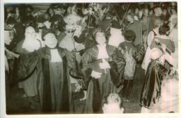 """Photo Carnaval COUIZA (1950-55)  Village De L'Aude """" La Justice """" Les Caravènes Les Travestis  TBE - Photos"""