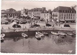 28   CONCARNEAU  (Finistère)   Le  Marché,  Place  Jean-Jaurès - Concarneau
