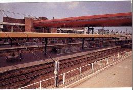 78  ST QUENTIN EN YVELINES  -  LA GARE ULTRAMODERNE -  CPM 1970/80 - St. Quentin En Yvelines
