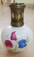 ANCIENNE LAMPE  BERGER  - En Porcelaine -  Marquée JARS  Motif  Fleurs - Ceramics & Pottery