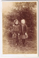 PHOTO DE SUZANNE MAGNIOL ET MARGUERITE ROUSSELON  1889    SCAN VERSO - Antiche (ante 1900)