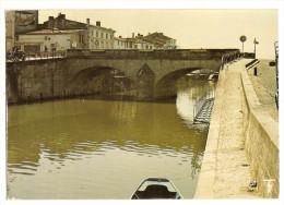 Marans (17) Marais Poitevin - Le Pont Et Les Quais Sur La Sevre Niortaise (2scann) - Autres Communes