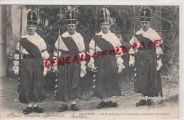 87 - SAINT JUNIEN - LES SUISSSES GARDES TOMBEAU PENDANT L' OSTENSION