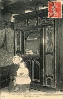 CPA 29 COUTUMES MOEURS ET COSTUMES BRETONS UNE SALLE DE FERME 1909 - Unclassified