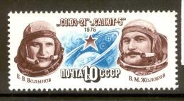 Russia (USSR) 1976 MNH Soyuz 21 And Salyut Space Station, Scott Cat. No. 4475 - Russia & USSR