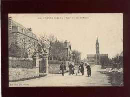 22 Plouha Rue De La Croix  De Mission édit. Barat N° 1105 Animée , Tailleur De Pierre - Plouha