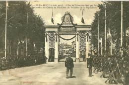 Bar Le Duc. La Revue Des Troupes D'infanterie Au Pied De L'arc De Triomphe De Bar Le Duc. - Bar Le Duc