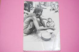 Tchad, March� de Fort-Lamy, Vendeuse de lait, Calebasse, A circul� en 1966, Ed. Missionnaires Oblats n�401, Dos divis�