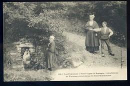 Cpa  Du 29 Landivisiau Les Fontaines à Pélerinages De Bretagne La Fontaine Miraculeuse De Saint Guilitouarn    AG15 23 - Landivisiau