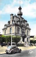 78 CONFLANS SAINTE HONORINE L HOTEL DE VILLE / VOITURE ANCIENNE / CITROEN 2 CV - Conflans Saint Honorine