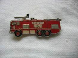 Pin´s Du Camion Des Sapeurs Pompiers De L'Aéroport De NICE. 2 Attaches - Feuerwehr