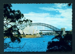 AUSTRALIA  -  Sidney  Opera House And Harbour Bridge  Unused Postcard As Scan - Sydney